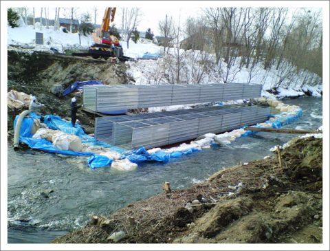 伏せ越排水管改修 (河川の全面切り回し)