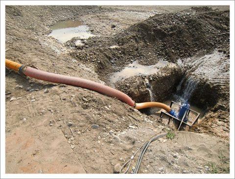 護岸工事(大量の差し水処理)